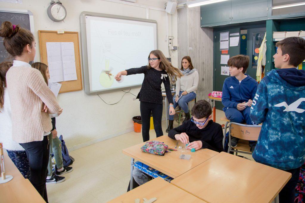 Alumnes experimentant resultats projecte Comunitat Grans